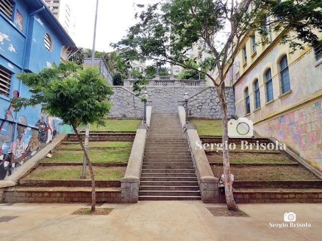 Vista ampla da famosa Escadaria do Bixiga - Bela Vista - São Paulo