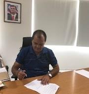 Opositores finalmente conseguiram tirar o tranquilo e educado prefeito de Lago dos Rodrigues do sério