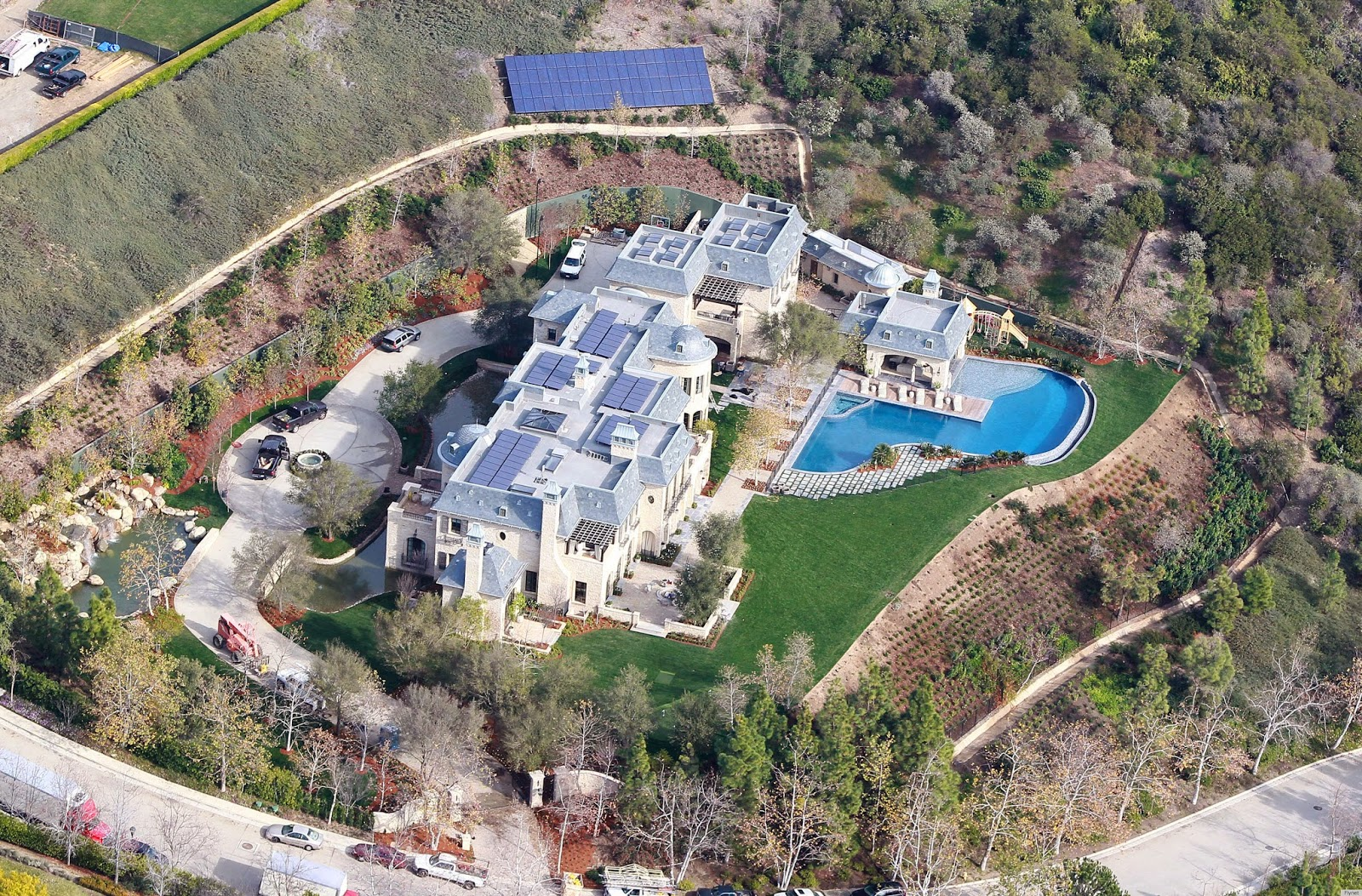 Gisele Bundchen & Tom Brady's Brentwood Solar Mansion Sold to Dr. Dre