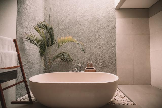 Bathroom with soaking tub, Unsplash.com