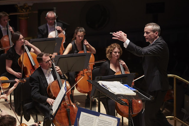 Garry Walker conducts the Orchestra of Opera North in concert (Photo Justin Slee)