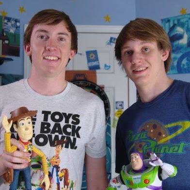 2 hermanos recrean Toy Story 3 con juguetes de verdad