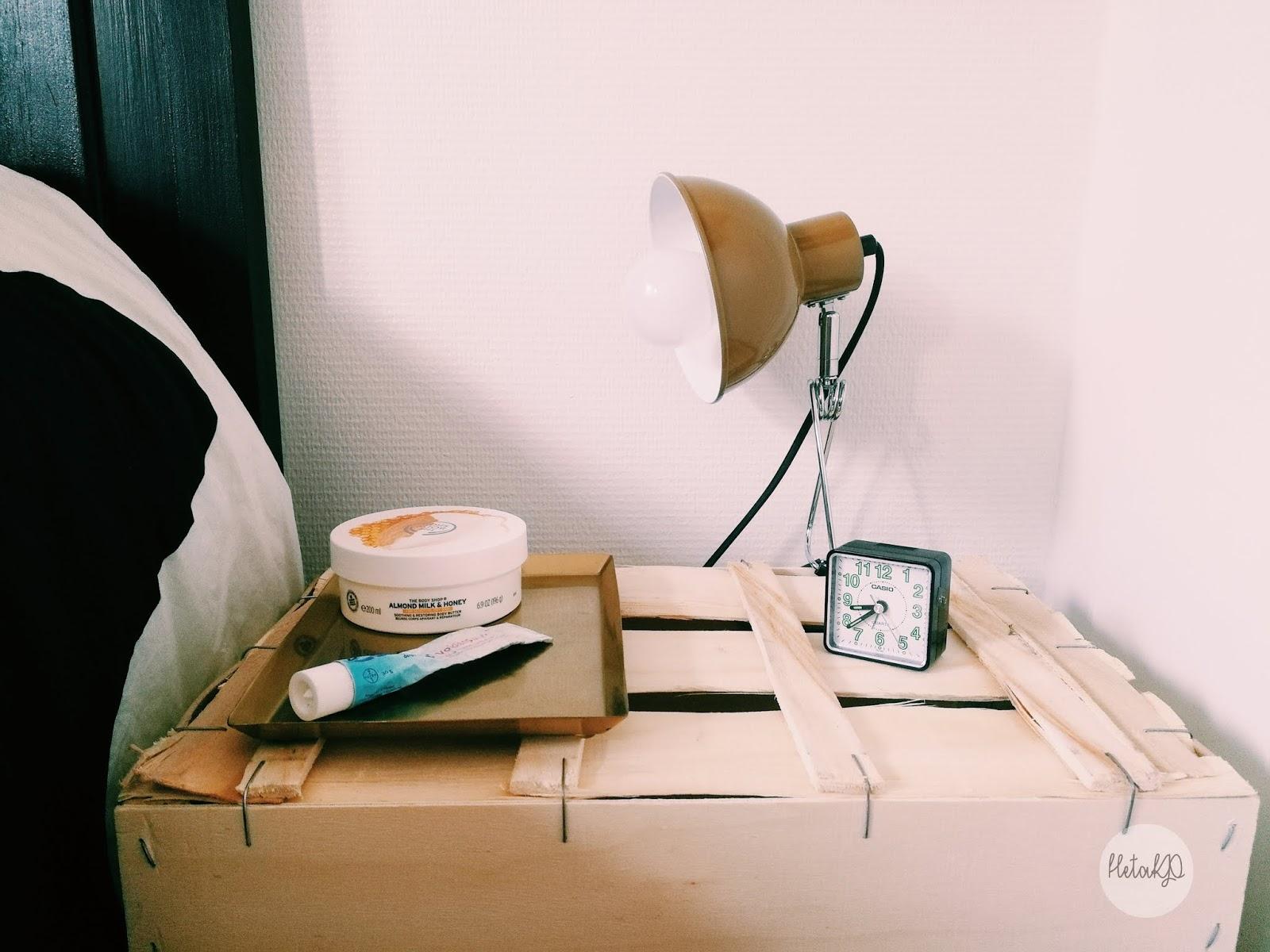 yöpöytä, nattduksbord, diy, tee itse, gör själv, hedelmälaatikko, fruktlåda, fruit box, wooden bokx, puulaatikko, trälåda