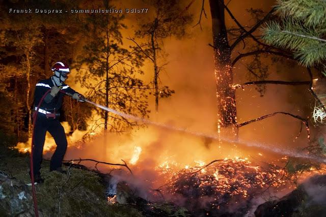Impressionnant incendie  nocturne dans les Trois Pignons  le 4 août 2020 SDIS77