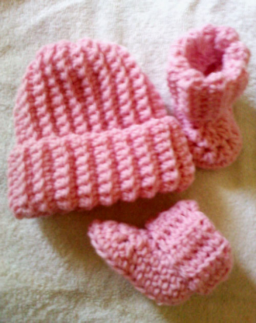 Ribbed Baby Beanie and Booties - Free Pattern