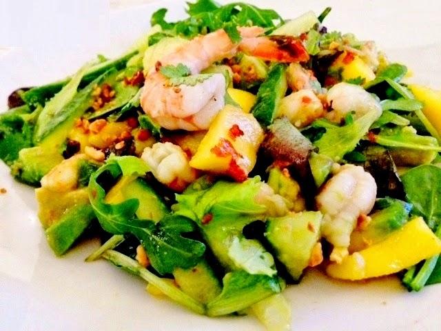 Claire au matcha salade thai aux gambas mangue et avocat version am lior e - Accompagnement gambas grillees ...