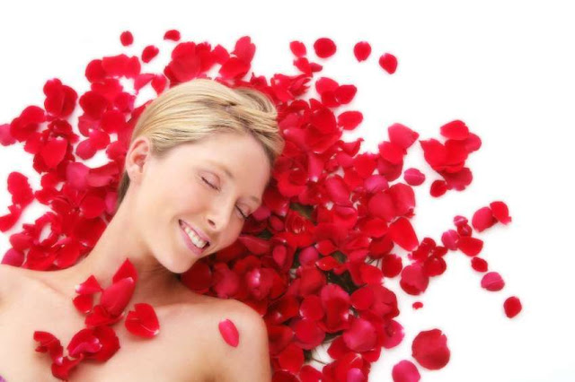 Купаемся в лепестках роз