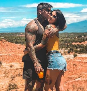 Yeferson Cossio kissing his girlfriend Jenn