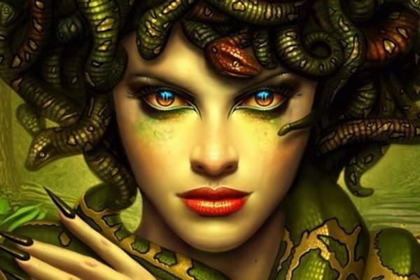 Medusa Wanita Cantik Berkaki Ular