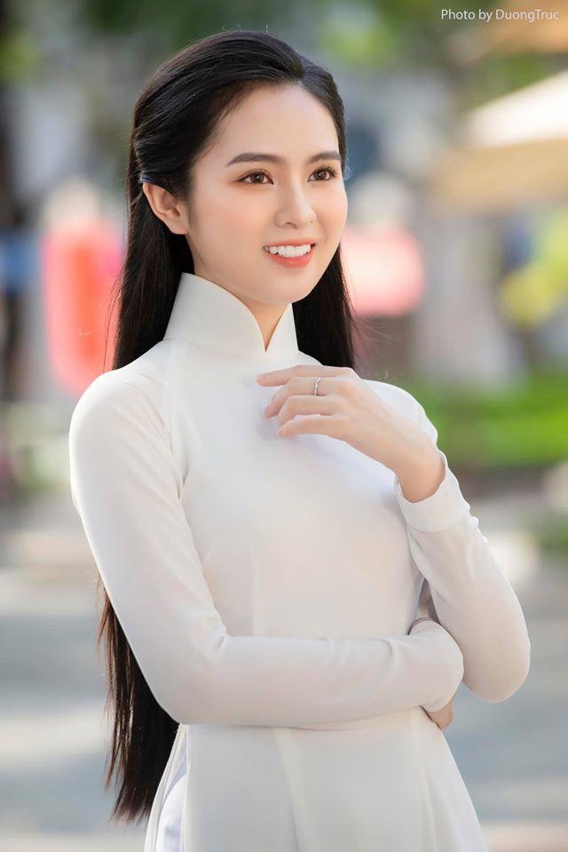 Hoa khôi 10X trong loạt ảnh áo dài trắng thanh khiết nền nã đẹp mê hồn 7