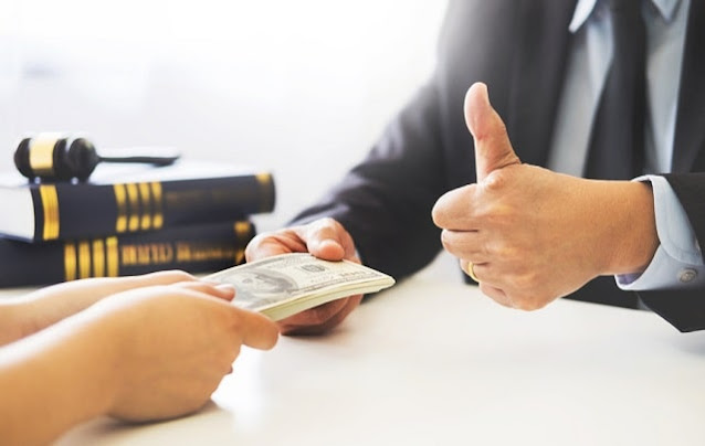 what type of lawyer makes money money richest attorney areas of practice