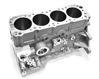 4 adet silindir bloğu olan bir motor