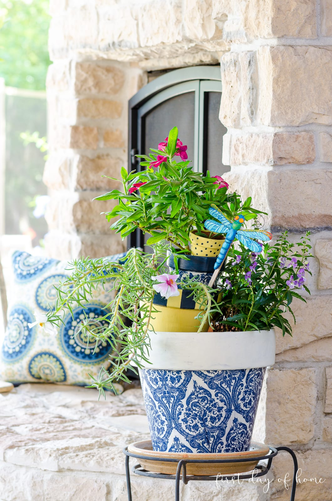 Decorating planters with napkins