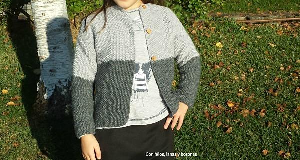 Con hilos, lanas y botones: Chaqueta en punto arroz