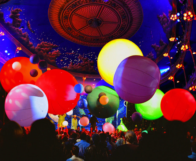 Slava's Snowshow - Photo by A. Hannikainen