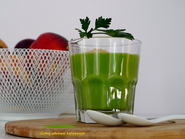 Koktajl z zielonej  pietruszki - Czytaj więcej »
