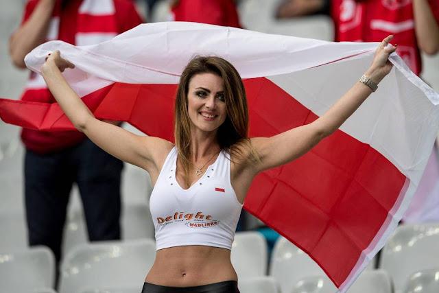 pendukung cantik dan seksi dari Polandia
