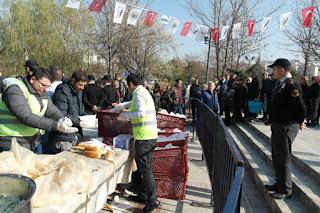 Hamsi Şenliği'nde Belediye İki Ton Hamsi Pişirip Halka Dağıttı