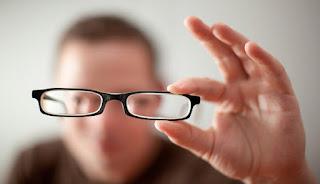 Memiliki ganggaun pada mata tentunya sangat mengganggu dalam menjalankan acara Tanda dan Ciri-Ciri Mata Minus yang Sering Diabaikan
