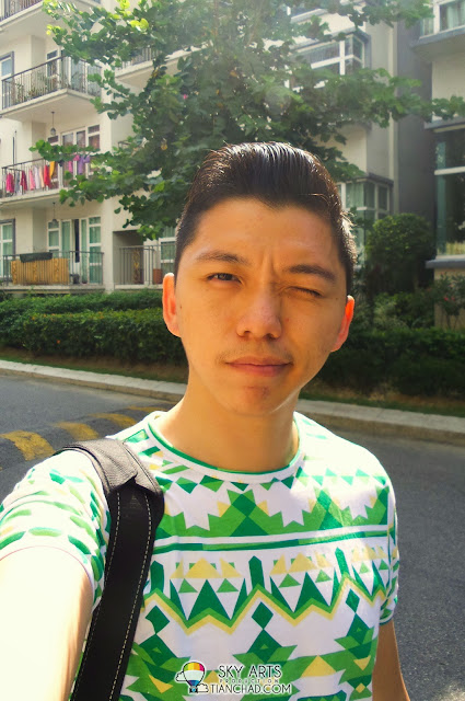 Selfie using Samsung GALAXY S4 Zoom 1.9Megapixels Camera Resolution (Front)/ 16Megapixels Camera Resolution (Rear)