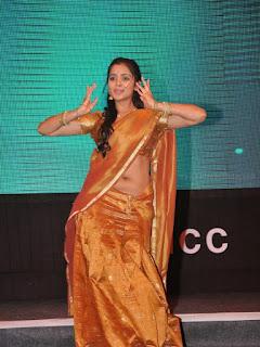 Manasa himavarsha in half saree dancing