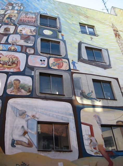 Grafiti atau Lukisan Dinding kehidupan sehari - hari
