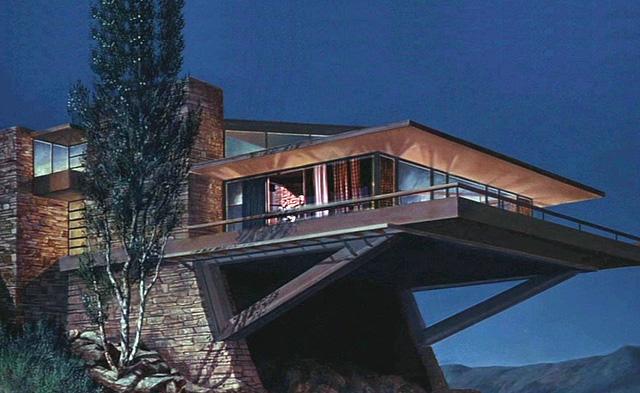 La casa Van Damm que aparece en Con la muerte en los talones.
