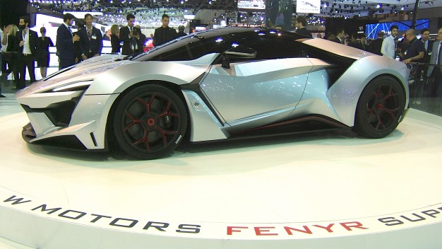 Fenyr SuperSport y su diseño futurista, coches y motos 10
