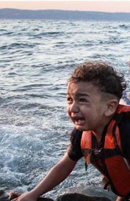 http://www.sott.net/image/s13/266306/full/syrian_refugees_boat.jpg