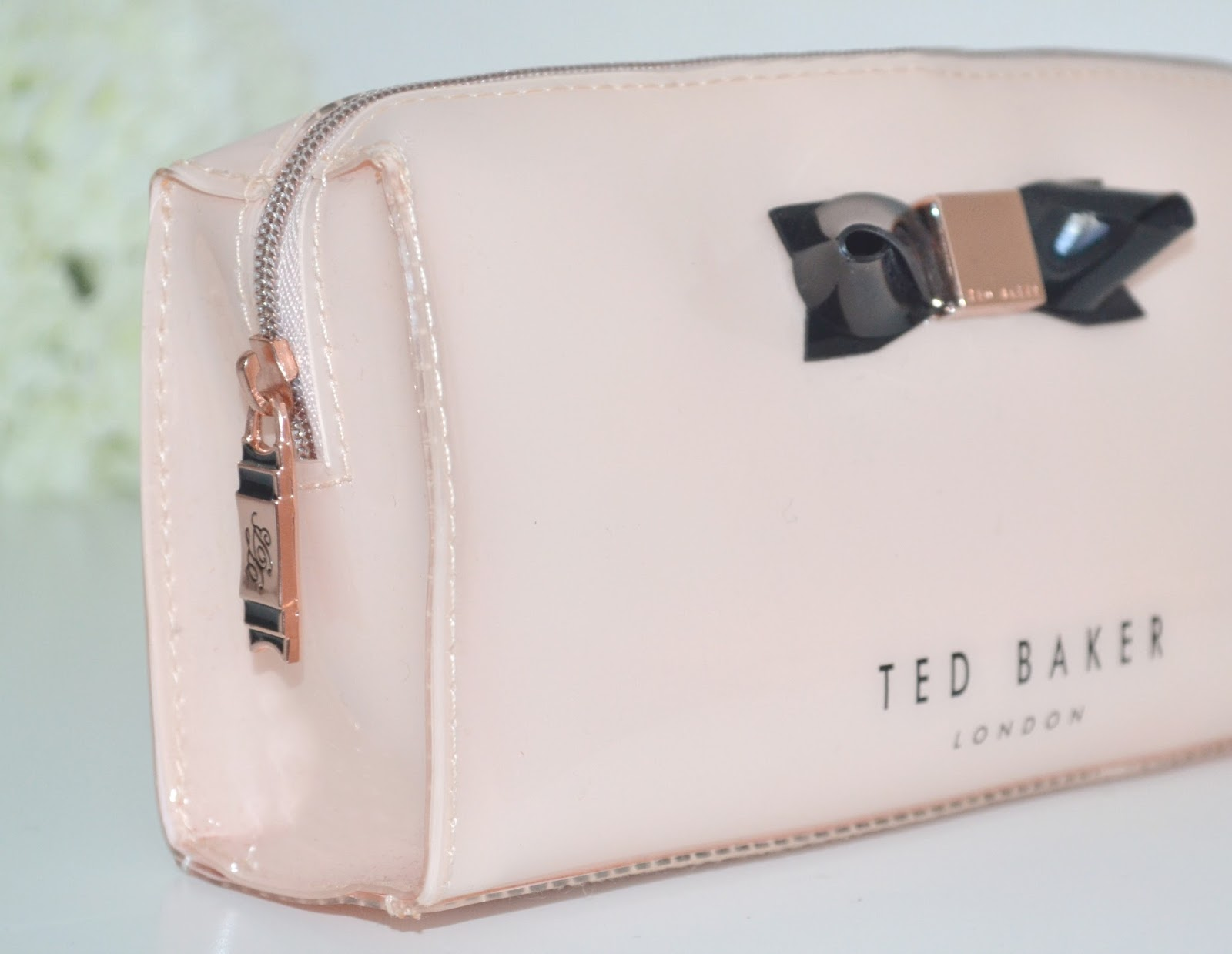 A makeup bag is an organizer that keeps all your makeup in one place – in a neat and organized way. There are loads of options, styles, and sizes of makeup bags to choose from.