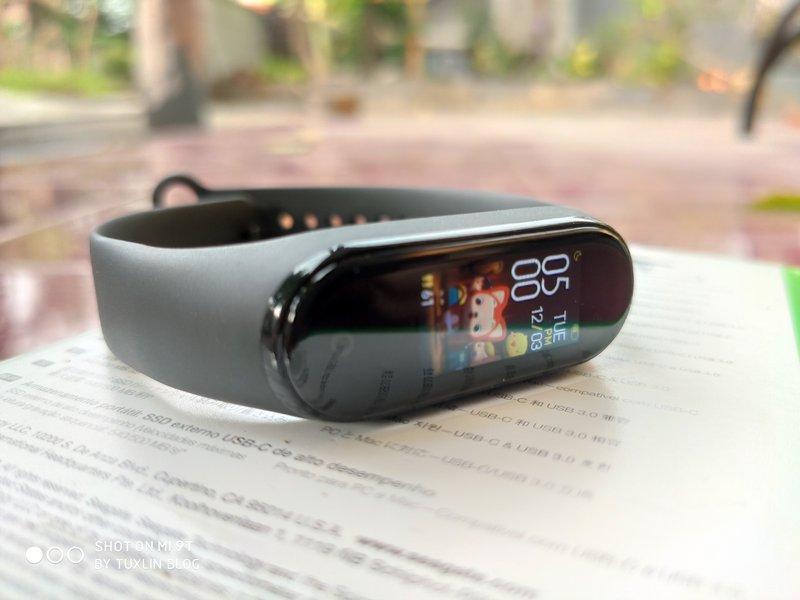 Desain Xiaomi Mi Band 4
