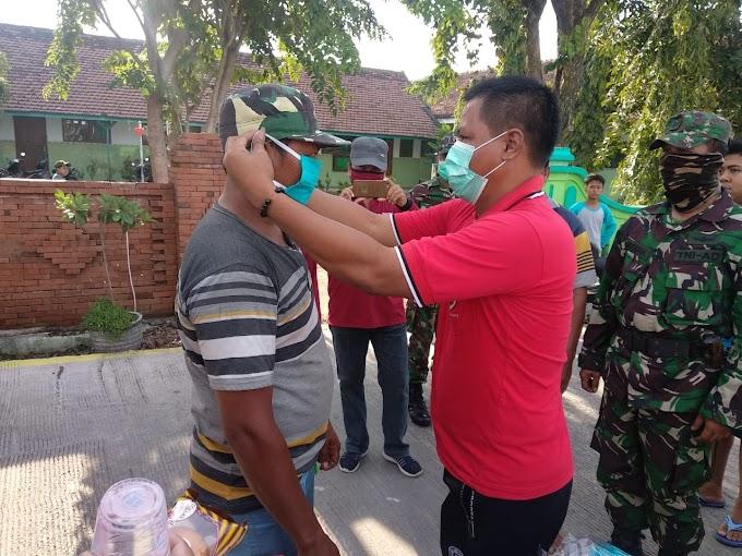 """Upaya Putus Rantai Penyebaran Covid-19, """"Pemerintah Desa Jabontegal Lakukan Penyemprotan Dan Pembagian Masker Gratis"""""""