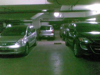 hati hati parkir mobil