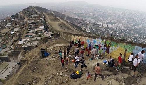 Wall Of Shame, Dinding Pemisah Orang Kaya dan Miskin di Peru