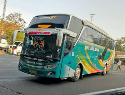 Foto Bus Garuda Mas Montana Depan
