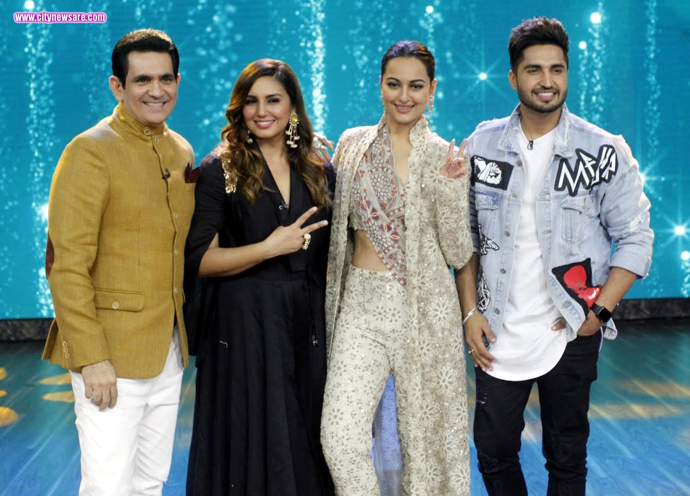 From left Omung Kumar, Huma Qureshi, Sonakshi Sinha and Jassi Gill on India's Best Dramebaaz
