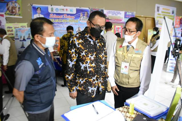 Wakil Ketua I DPRD Sinjai, Sabir menghadiri penutupan Pendidikan dan Pelatihan (Diklat) Calon Pengawas Sekolah (CPS) dan Calon Kepala Sekolah (CKS) tahun Anggaran 2021, berlangsung di Gedung Pertemuan Sinjai, Minggu (18/7/2021).