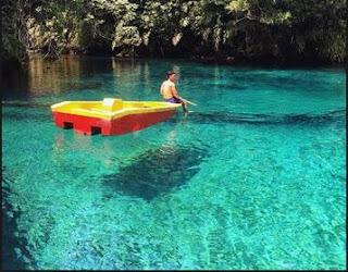 Foto di danau labuan sambil menikmati pemandangan
