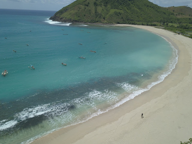 Wisata Alam Jelajah Lombok : Pantai Mawi dan Pantai Semeti