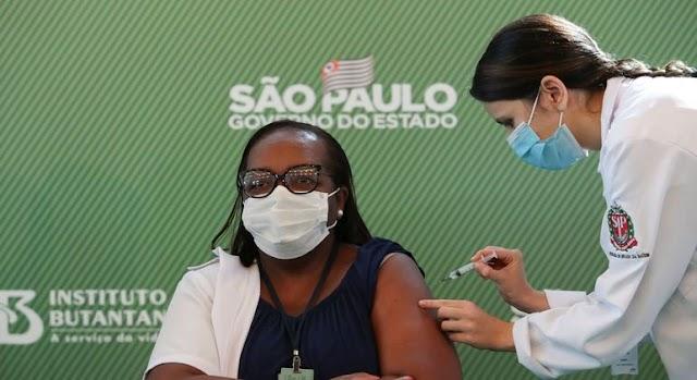 Anvisa aprova CoronaVac e AstraZeneca, São Paulo aplica 1ª dose