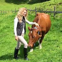 Michelle Hunziker: contadina svizzera per un giorno