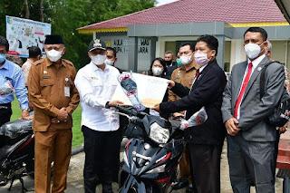 Zahir Berikan Sepeda Motor Kepada Pendeta Di Batu Bara