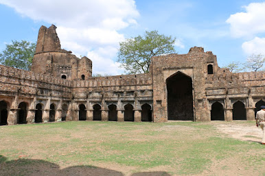 Dhamoni Fort Sagar