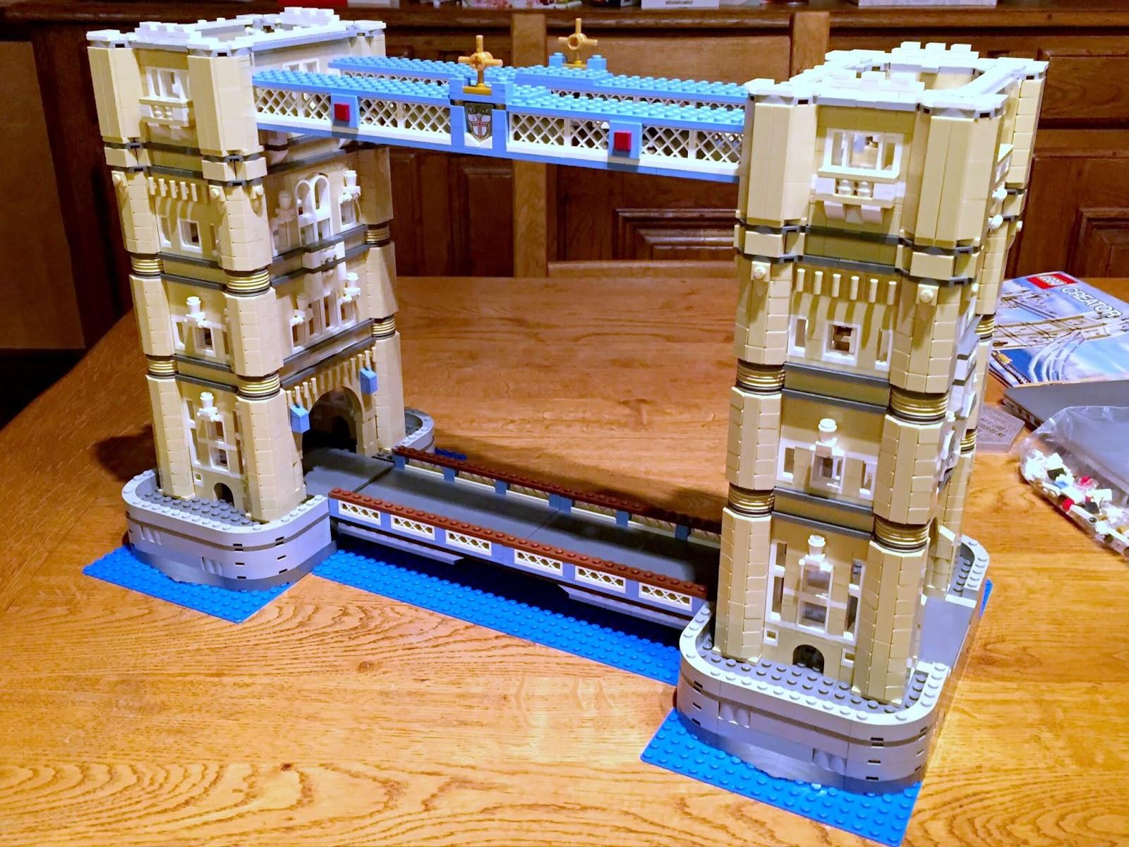 Building Lego Tower Bridge 10214 | Connecting the upper walkway.