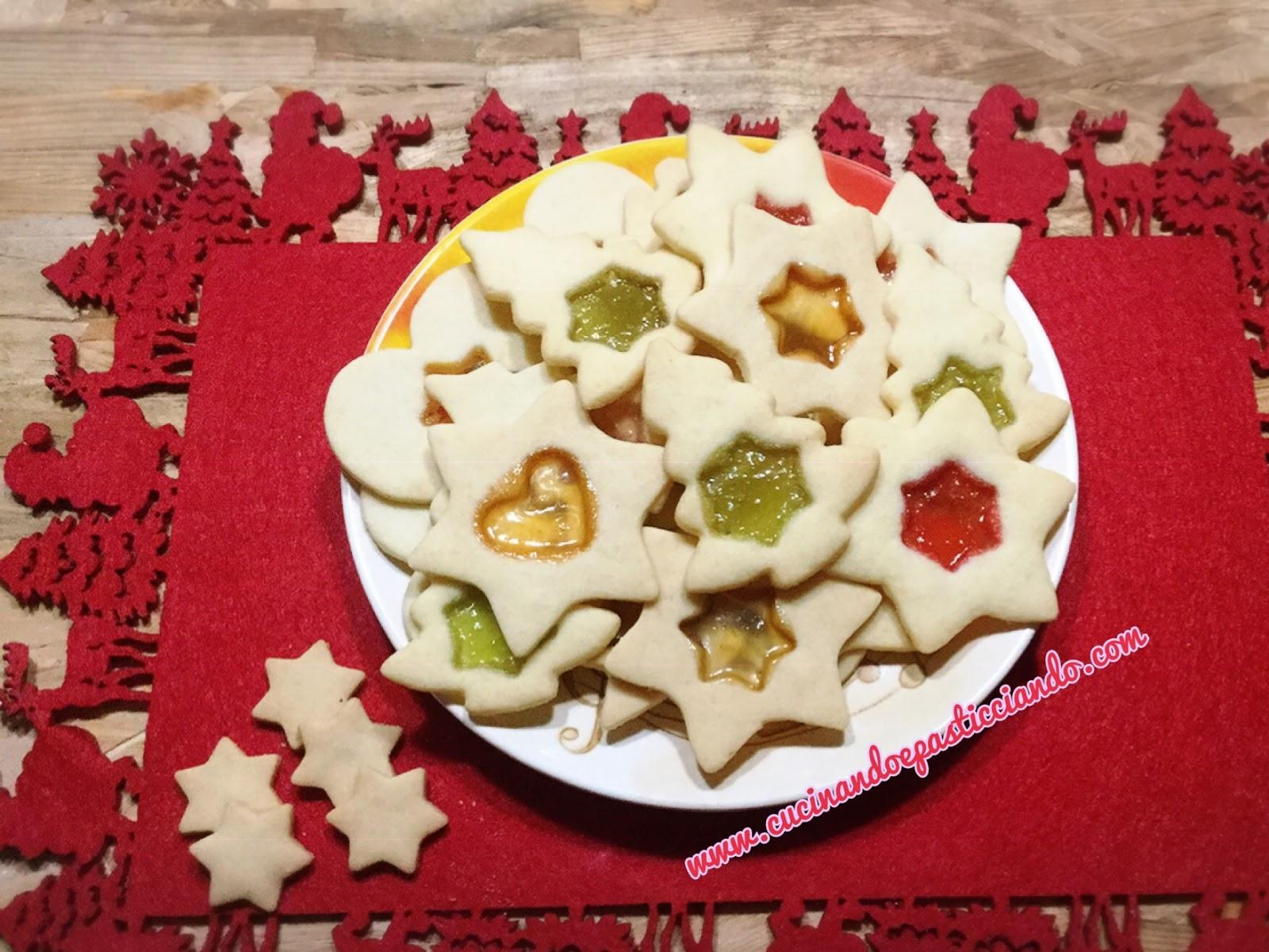 Biscotti Di Natale Effetto Vetro.Cucinando E Pasticciando Biscotti Effetto Vetro