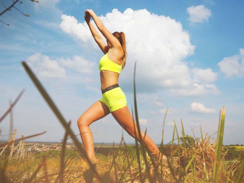 5 Arm Exercises to Do While Walking