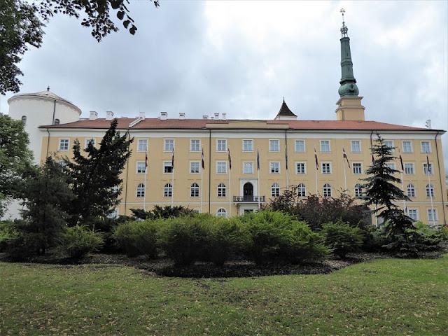 castello e palazzo presidenziale di riga