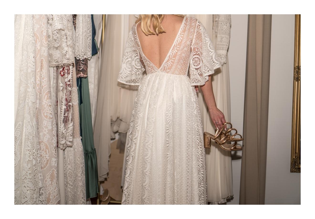 22 suknie ślubne modne w 2020 roku jaka suknia na slub w stylu boho rustykalnym dla szczupłej grubszej puszystej dziewczyny koronki jedwab minimalizm
