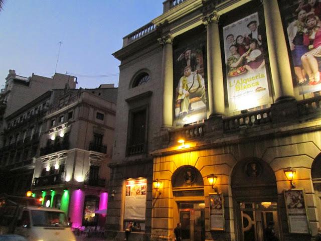 Fachada del Teatro Principal de Valencia, calle de las Barcas