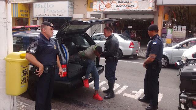 ROMO (Ronda Ostensiva Motorizada) detém em flagrante ladrão roubando loja no Centro de Santo André